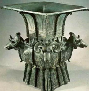 A bronze ware around 1500 BCE 商 四羊方尊