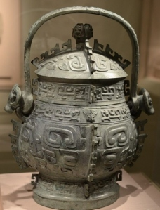 A bronze ware around 800 BCE 西周 提梁卣