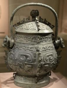 A bronze ware around 800 BCE 西周 提梁卣