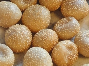Fried sesame glutinous rice balls