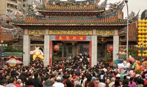 Temple going (往廟宇拜神上香)