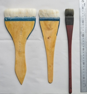 Broad brushes for colouring purposes