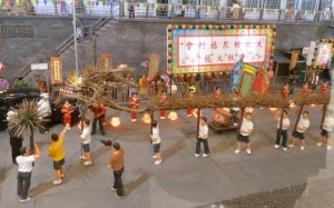 The villagers of Tai Hang perform fire dragon dance during the Mid-Autumn Festival